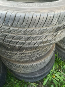 4 pneus d'été Toyo 205/55R16 (négo)
