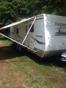 Dutchman 28' Trailer with large tip out