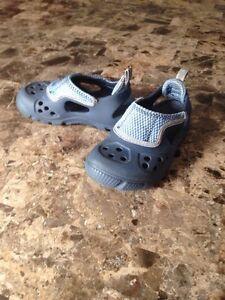 Sandales Crocs (grandeur 10-11)