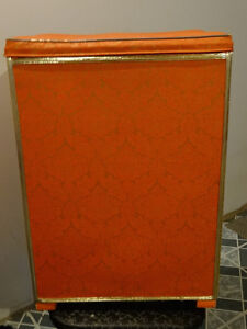 "Vintage Laundry ""Royal Hamper"" by Rockland Furniture, Quebec"