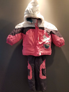 Snowsuit: jacket, ski pants, scarf, toque and mittens, Size 2/3