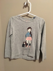 Long Sleeved Top. Size 4-5 years. Never worn.