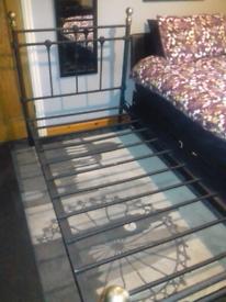 Black bed frame (single)