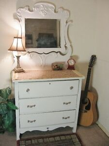 Beautiful Antique [shabby?] Dresser w/Mirror {Can DELIVER}