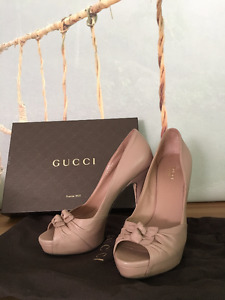Gucci Shoes like new!!