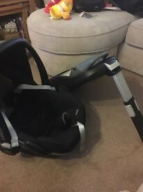 Maxi cosi pebble car seat (used for 9 months) and maxi cosi family fix isofix base