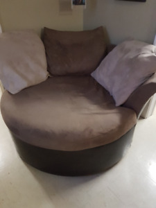 Cuddler Chair with 3 large pillows