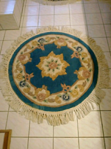 Beautiful Round Accent Rug