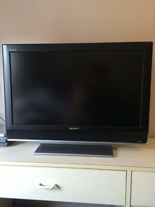 "32"" SONY Bravia LCD TV 1080 Great Condition"