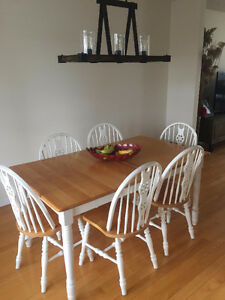 Dining room table and hutch - 6 Chairs
