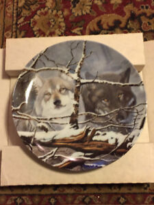 """Bradford Exchange Collector Plate """"White and Black Wolves"""""""