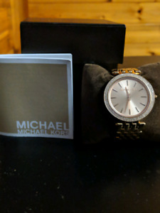 AUTHENTIC MICHAEL KORS ROSE GOLD WATCH 160$