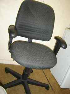Used office chaires in good shape $50 and up stacking chairs$40 Regina Regina Area image 3