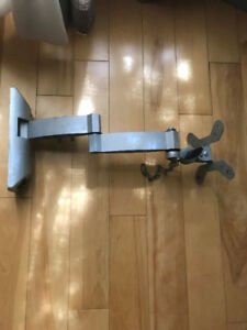 TV MOUNT WITH BUILT IN MOVEABLE ARM