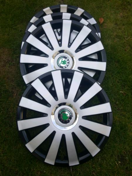 UKB4C Set of 4 Wheel Trims Hub Caps 15 Covers fits Skoda Roomster Fabia Octavia