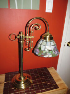 Beautiful stained glass arch style desk lamp.