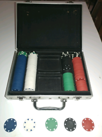 Poker chips with carrying case