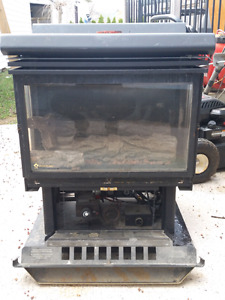 Freestanding fireplace/gas stove B-vent