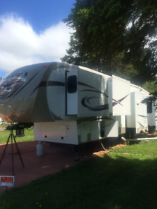 FOR SALE 2013 SIERRA 5TH WHEEL