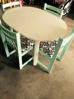 SMALL DINING TABLE WITH 4 MATCHING CHAIRS!