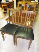 FAPO: 2 Matching Wooden Chairs with Leather Seats