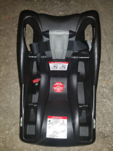 Britax Child car seat base barely used..