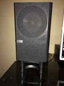 KEF Q100 Speakers (10/10 Condition)