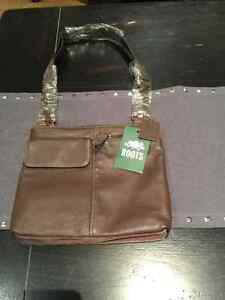 ROOTS Leather Crossbody purse Brand new perfect Christmas gift!!