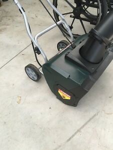 Yard works 12 amp  Electric snowthrower  London Ontario image 2