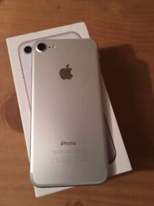FACTORY UNLOCKED APPLE IPHONE 7 32B  WHITE SILVER BOXED $499