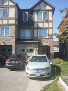 3 bed 3 wash end unit townhome Brampton
