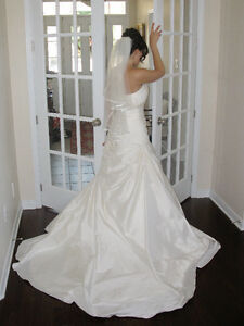 *REDUCED* PAID>$3000 DESIGNER SILK WEDDING DRESS, SWAROVSKI, 8