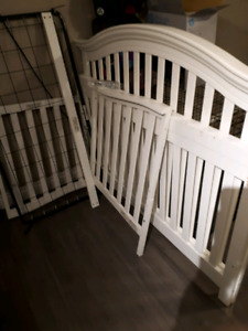 Must Go!!!  Gently used Crib.