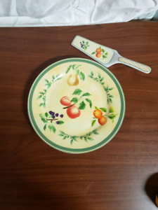 Decorative pie plate with lifter