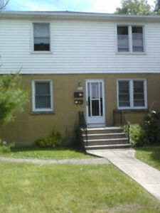 Bright, spacious 2 bdrm, Aug 1st, near Q's U, St Law & hospitals
