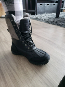 Winter boots bottes dhiver ( UGGS )