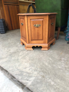 Roxton Maple end table