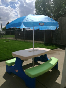 Little tikes Large Easy store picnic table with umbrella