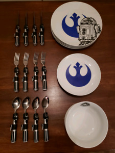 Star Wars dinnerware and cutlery for sale