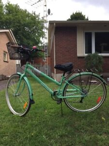 Ladies used vintage looking bicycle, excellent condition 275 OBO