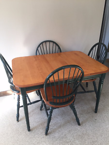 Kitchen table set - 6 chairs and 2 leaves