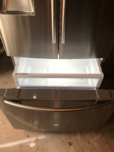 2014 Samsung COUNTER DEPTH fridge with bottom freezer for sale