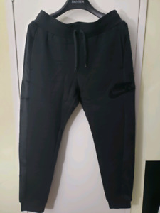 a36d87ce72986 Nike Fleece Pants size Large