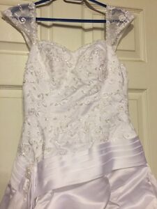 Beautiful wedding dress-never worn