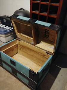 **REDUCED**Wooden chest