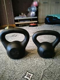 A Set of 2 Kettle Bells Brand New