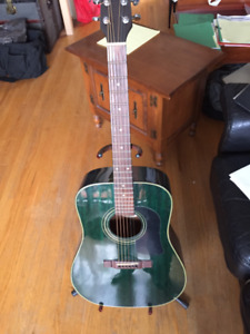 WASHBURN VINTAGE ACOUSTIC GUITAR