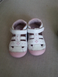Stride Rite Girls size 5 shoes