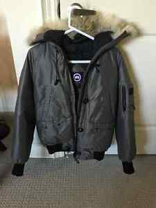 CANADA GOOSE JACKET FOR WOMEN - GREY SIZE LARGE FOR SALE