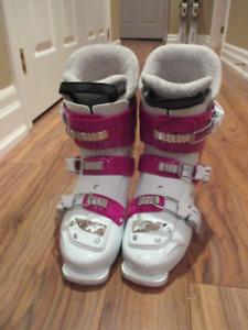 Girl's Nordica Ski Boots 25.5 cm. Worn 2x. Like new